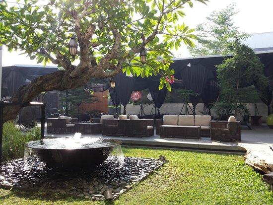 Grand Aston Yogyakarta: Hall de l'hotel au petit déjeuner