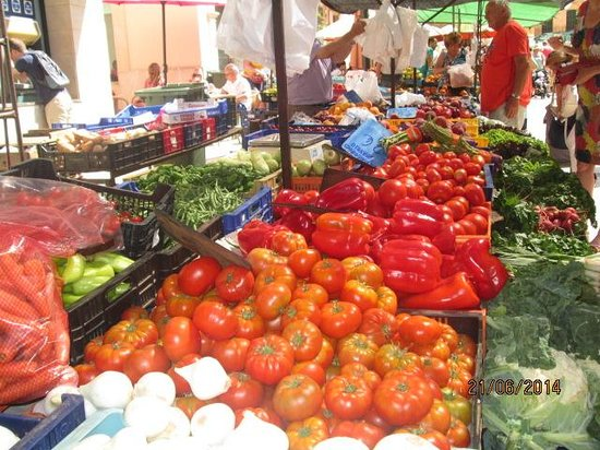 Santanyi Outdoor Market: Fruit and Veg stall