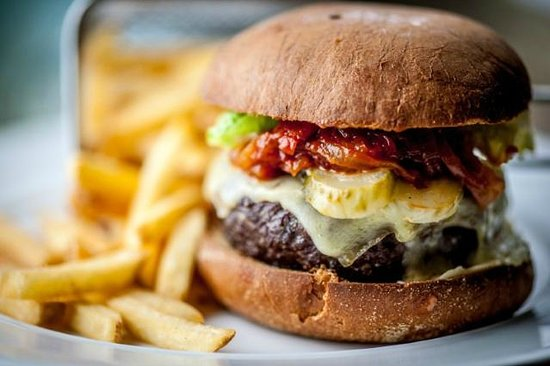 The Slaughters Country Inn: Burger