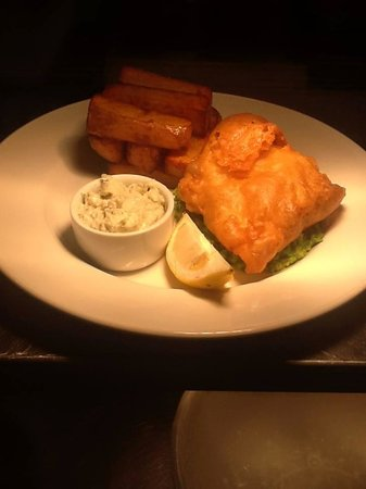 Swallow Tree Gardens Restaurant: Fresh fish of the day in chef's boozy batter, crushed peas, homemade tartar sauce and hand cut c