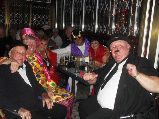 7 Palms Restaurant and Bar: great fancy dress evening