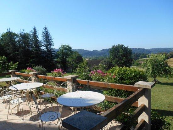 Hotel Le Clos Roussillon : petit-déjeuner en terrasse avec vue panoramique
