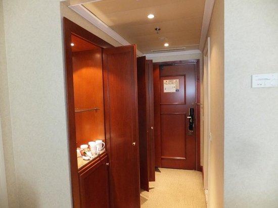 Athenee Palace Hilton Bucharest: Entrance Hallway