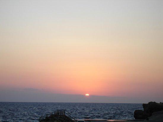 LABRANDA Riviera Premium Resort & Spa : Вид из номера гостиницы на вечерний закат