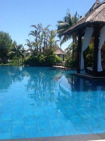 Barcelo Asia Gardens Hotel & Thai Spa : un rincón de la piscina central
