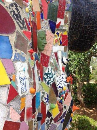 Giardino dei Tarocchi : particolare di una scultura