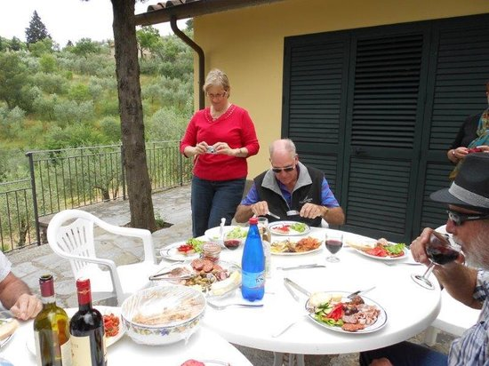Agriturismo La Maesta: Lunch on the terrace