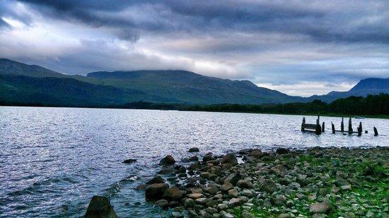Loch Maree Hotel: Evening view of Loch Maree