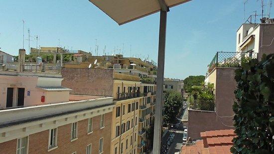 When In Rome Accommodation : Dalla terrazzina della stanza Oceania
