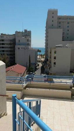 Atrium Zenon Hotel Apartments : Udsigt fra poolterrassen