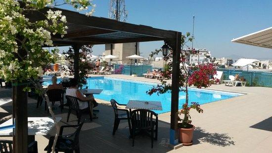 Atrium Zenon Hotel Apartments : Pool