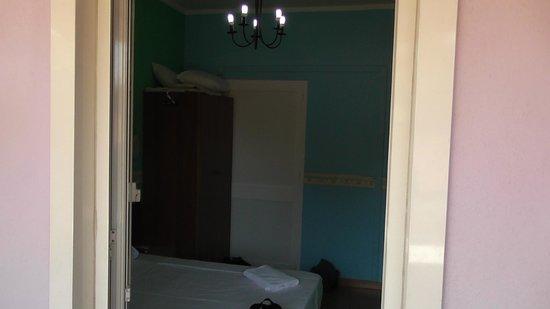 When In Rome Accommodation : L'interno della camera vista dal balcone