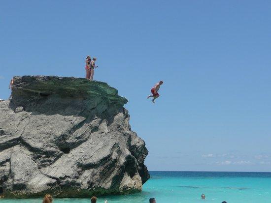 Horseshoe Bay Beach: cliff jumping