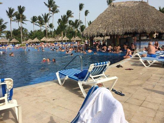Grand Bahia Principe Punta Cana: Swim in bar in the pool areas