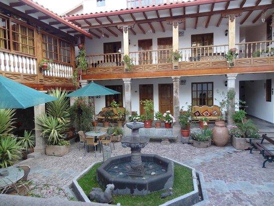 Hotel Rumi Punku: main couryard