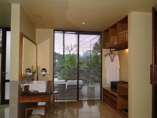 Komaneka at Tanggayuda : la salle de bain