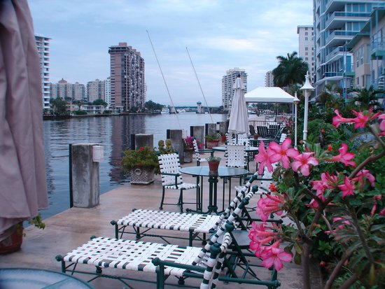 Manhattan Tower Apartment Hotel: View from waterfront deck to the north