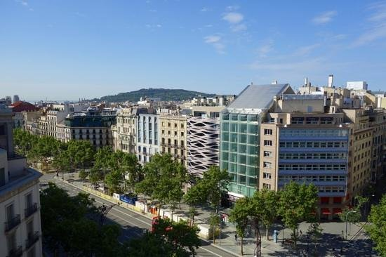 Suites Avenue: located on ritzy Passeig de Gracia. photo taken from Casa Mila
