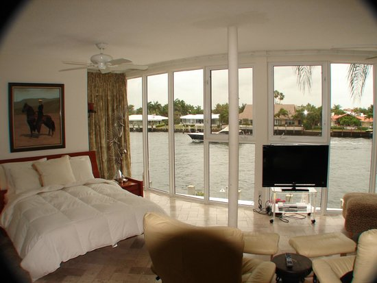 Fort Lauderdale Manhattan Tower : View from Waterfront Studio Apartment