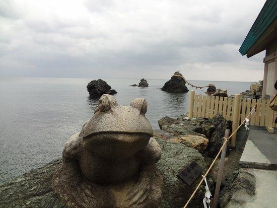 Meotoiwa: 蛙と夫婦岩