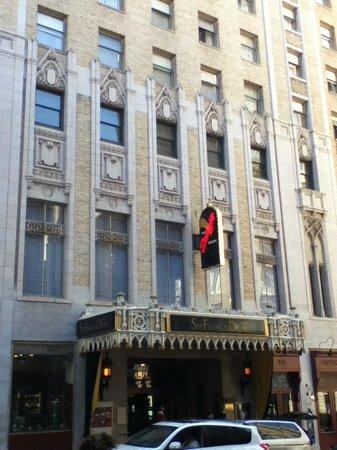 Kimpton Sir Francis Drake Hotel: Front of the hotel