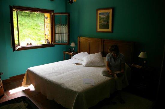 Hotel Lurdeia: Chambre côté campagne