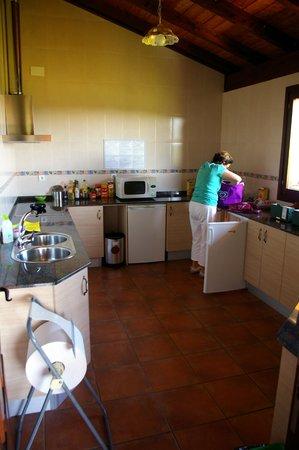 Hotel Lurdeia: La cuisine commune