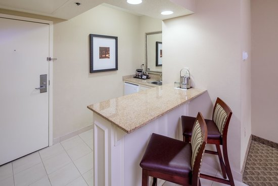 Doubletree by Hilton Hotel Columbia: Suite Wet Bar