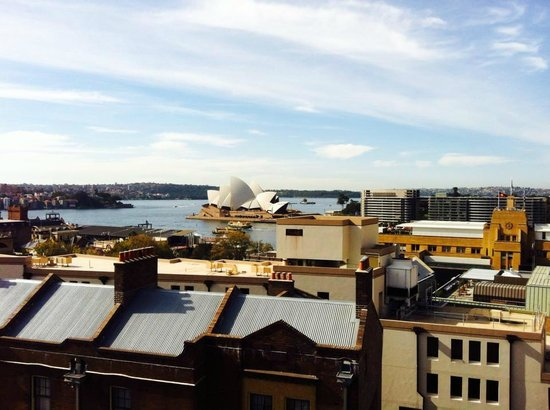 Sydney Harbour YHA : View of the Opera house from the roof terrace