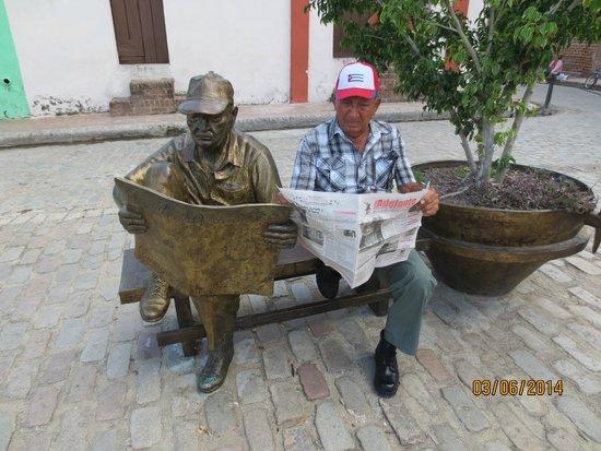 Plaza del Carmen: el lector del periodico