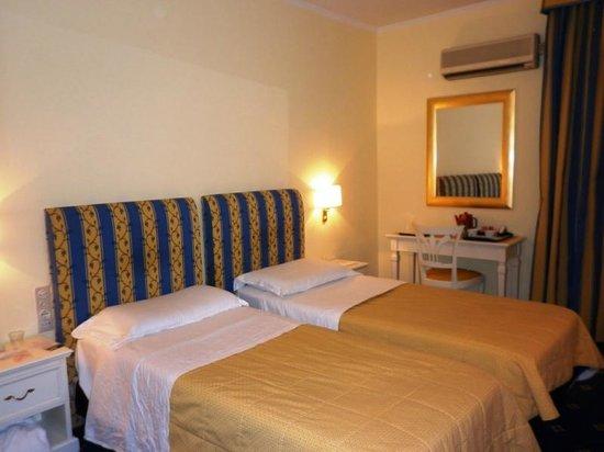 Hotel Napoleon: Twin room