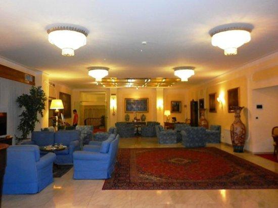 Hotel Napoleon: Lobby