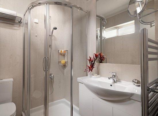 The Blazer Suites Hotel: Junior Suite Bathroom