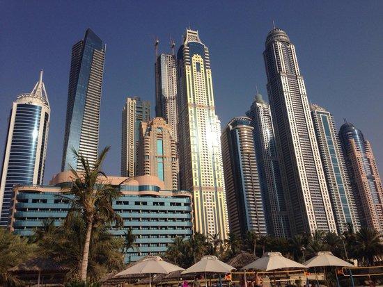 Le Meridien Mina Seyahi Beach Resort and Marina: Fabulous back drop