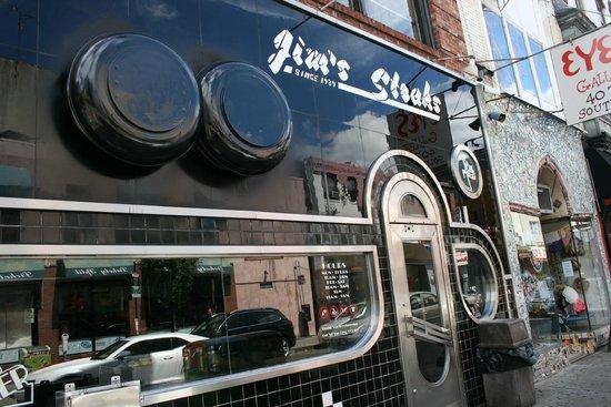 Jim's Steaks South St. : Esterno south street