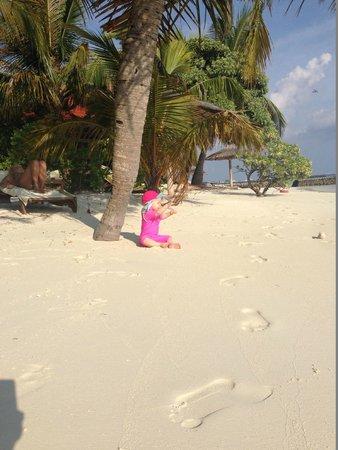 Kurumba Maldives : Beach - all you need is sand
