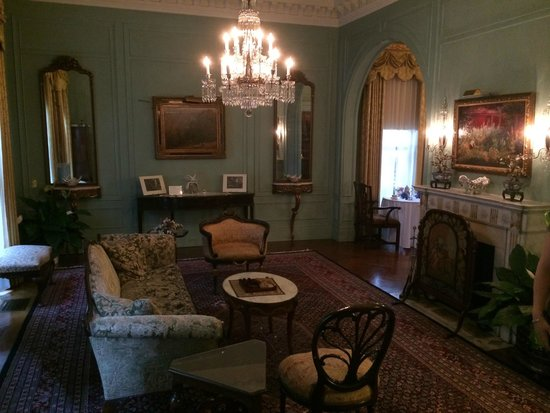 The Inn at Irwin Gardens: Front Sitting Room