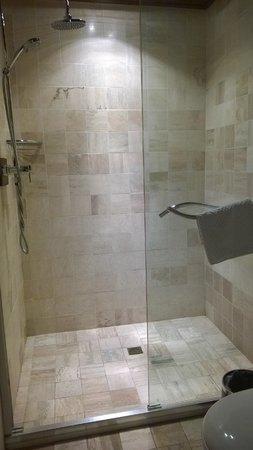 Jingshan Garden Hotel : 淋浴間也很乾淨