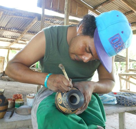 Adventours Costa Rica : Andy making pottery