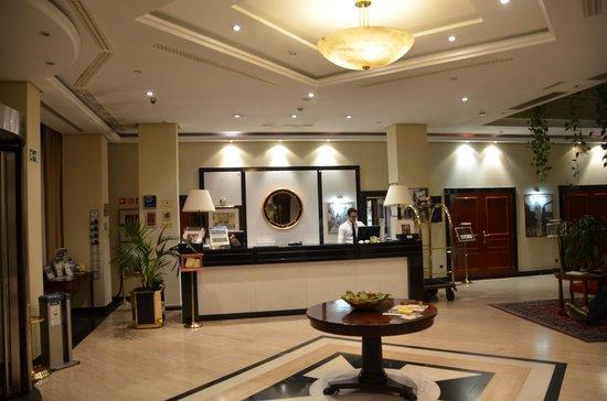 Eurostars Gran Hotel Santiago : Luftig reception