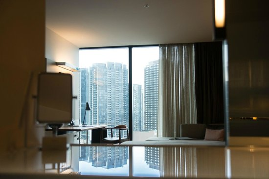Crown Metropol Melbourne: The view from the bathroom