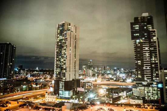 Crown Metropol Melbourne: The view at night with white backed blinds