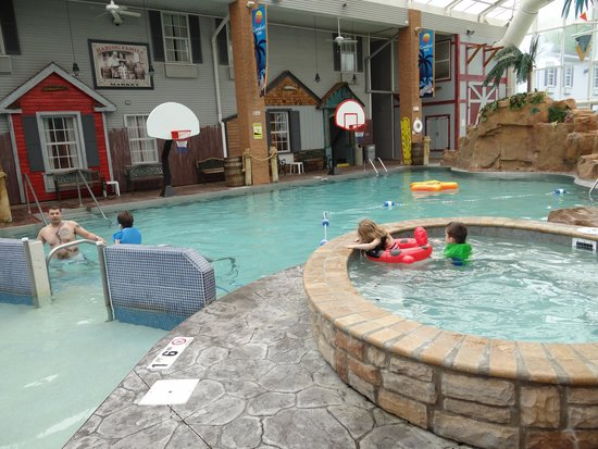 Comfort Inn Splash Harbor: poolside fun