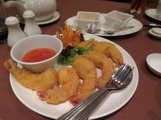 Melia Hanoi: Prawns in batter
