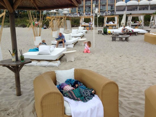 Hotel Bryza Resort & SPA: Hotel beach - but everything is paid here.