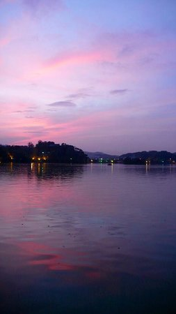 Huizhou West Lake: West Lake at sunset in the summer