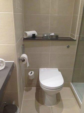 Best Western Plus Samlesbury Hotel: Toilet