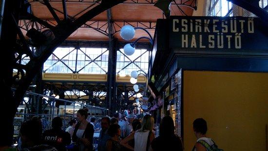 Central Market Hall: interno del mercato al piano sopraelevato