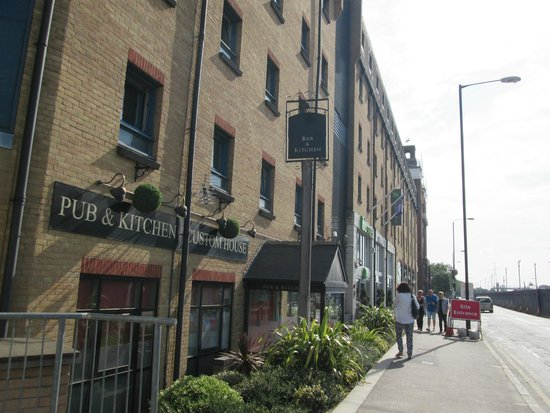 Ibis Styles London Excel: Hotel Pub & Grill