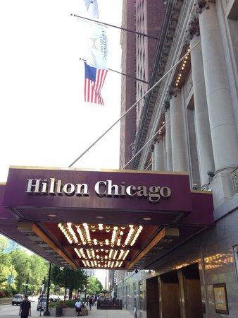 Hilton Chicago: Frente do hotel